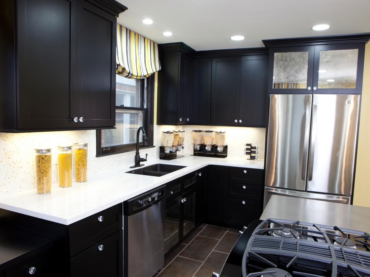 Pictures of kitchens with black cabinets home furniture for Black kitchen design