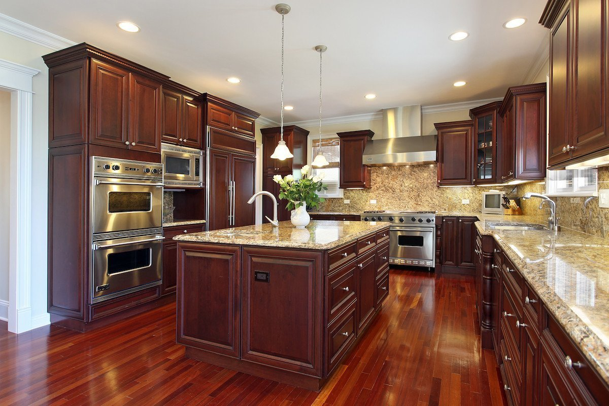 Kitchen colors with brown cabinets home furniture design for Kitchen ideas brown cabinets
