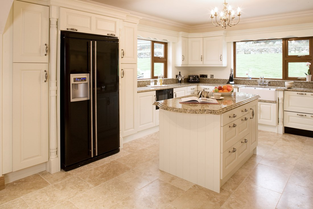 Kitchen cabinets cream color for Cream kitchen cupboards