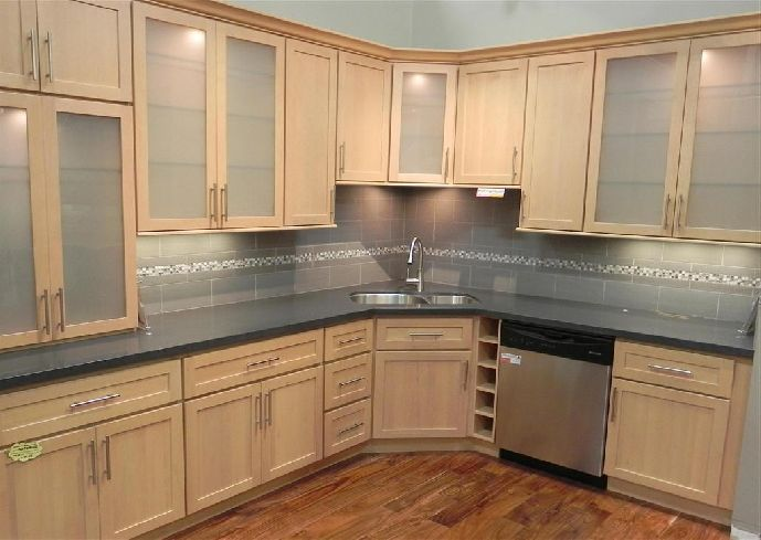 Kitchen colors maple cabinets for Kitchen cabinet wood colors