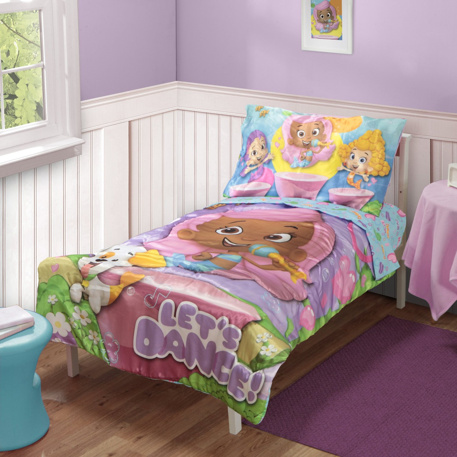 Beautiful graphics, soft fabrics and fun color combinations make these toddler bedding sets ideal for any toddler's room. The set includes: one comforter, one top flat sheet, one fitted bottom sheet p.
