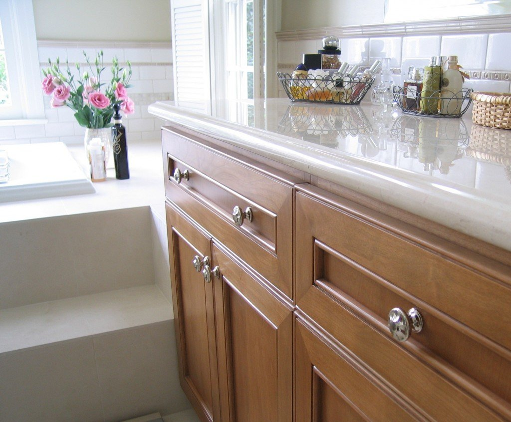 Kitchen cabinet knobs simple ways for kitchen - Kitchen cabinets with handles ...