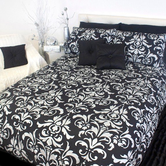 Cool and chic in black and white, the Christian Siriano Graphic Floral Duvet Cover Set gives your bedroom a modern look and effortless style. A bright white, soft brushed microfiber base serves as a chic canvas for the painterly black floral print.