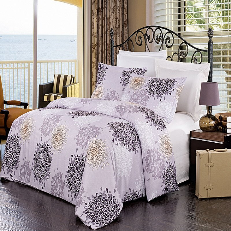US Duvet Size / Quilt Size Find US Duvet Sizes, Duvet Cover Sizes, Quilt Sizes and Comforter Sizes with our US Bedding Size Chart below. US Duvet Size Chart, Inches: Determine which duvet size /comforter size that fits your US bed. All measurements in inches. For measurements in .