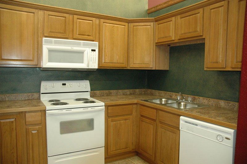 Kitchen designs with oak cabinets home furniture design for Oak kitchen ideas designs