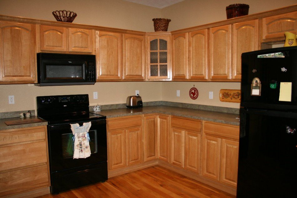 Kitchen paint color ideas with oak cabinets home for Best paint colors for black and white kitchen