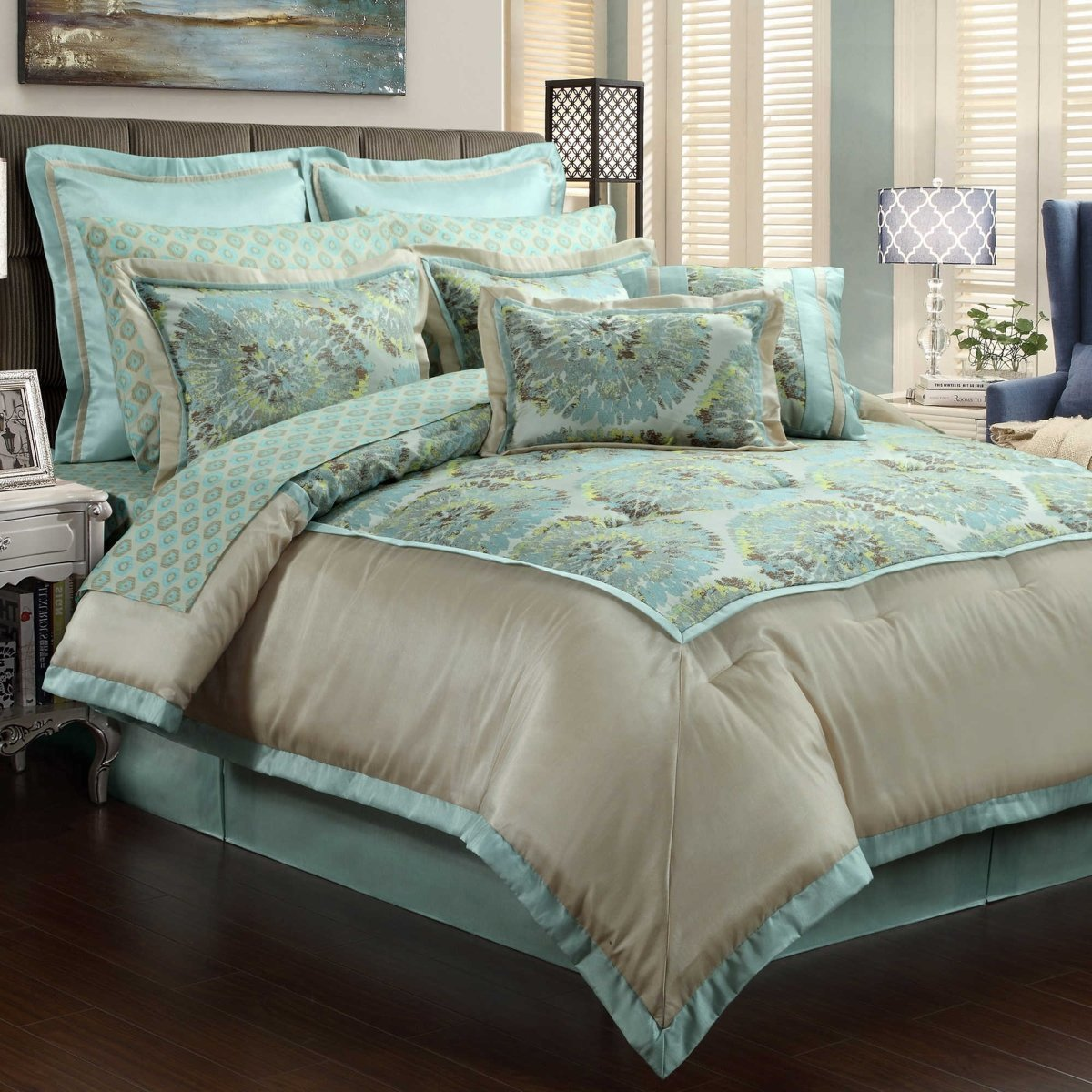 Queen bedding sets freedom of life like a queen home for Bed set queen furniture