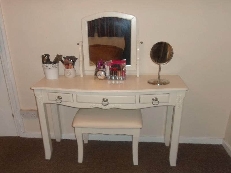 Cheap vanity desk home furniture design for Cheap vanity table set