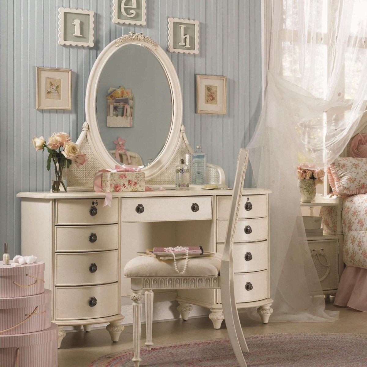 Vanity desk how to turn your desk home furniture design for Vanity desk furniture