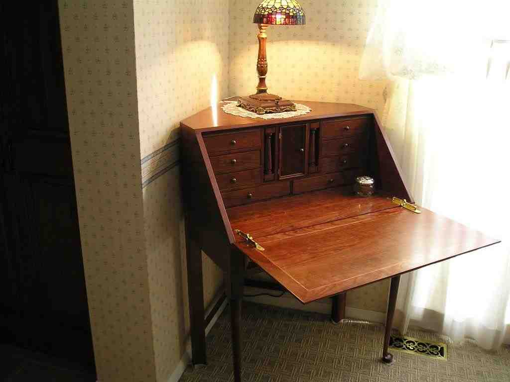 Corner Secretary Desk with Hutch - Home Furniture Design