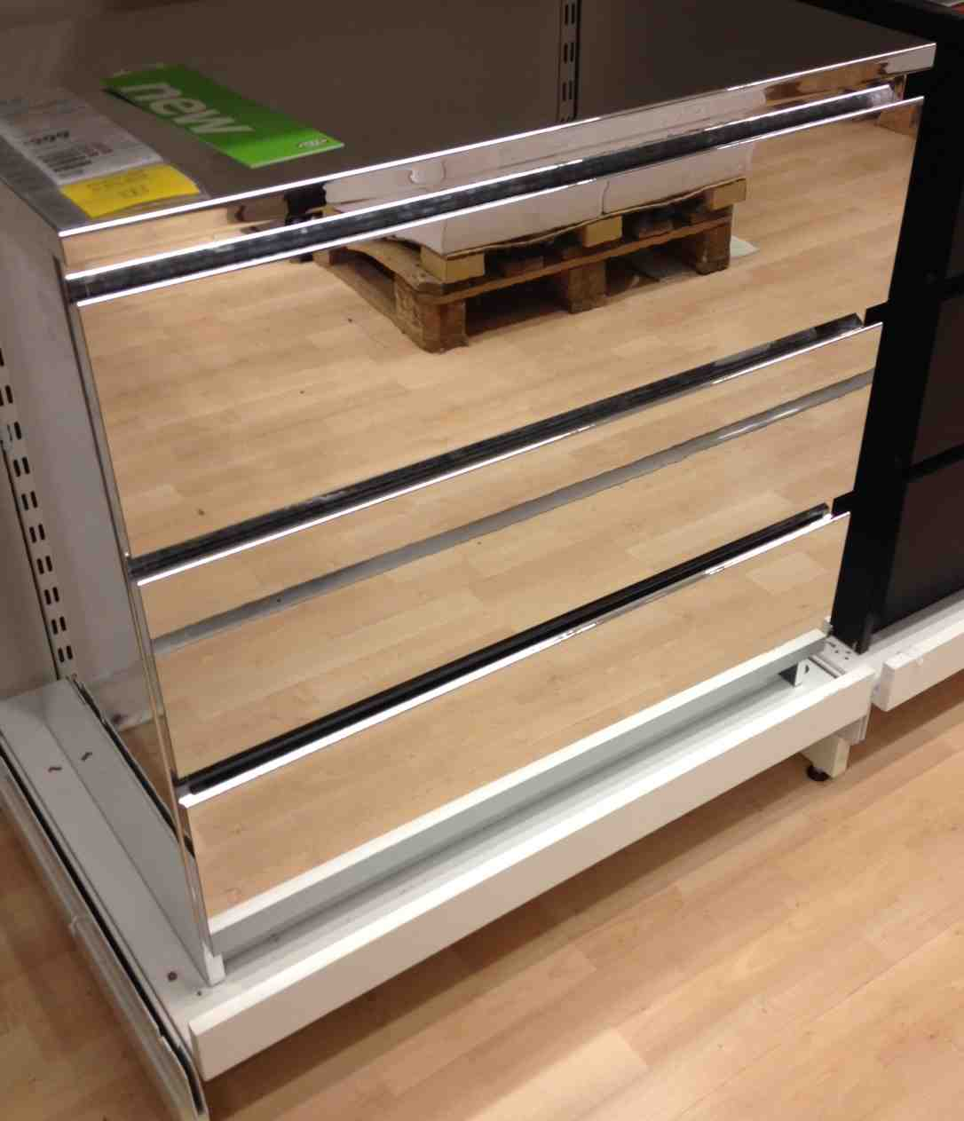 Mirrored dresser ikea home furniture design for Ikea mirrored furniture