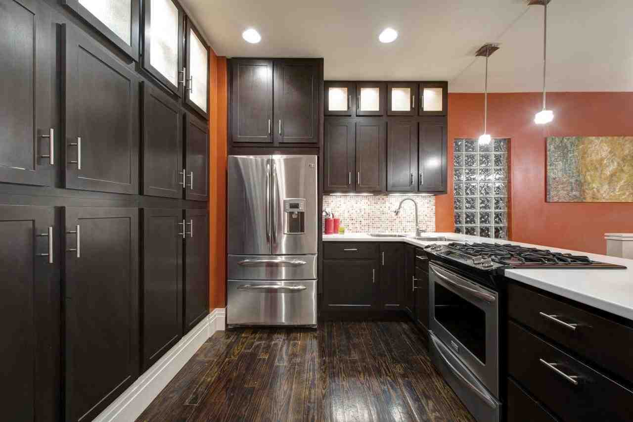 dark hardwood floors with dark cabinets home furniture design. Black Bedroom Furniture Sets. Home Design Ideas