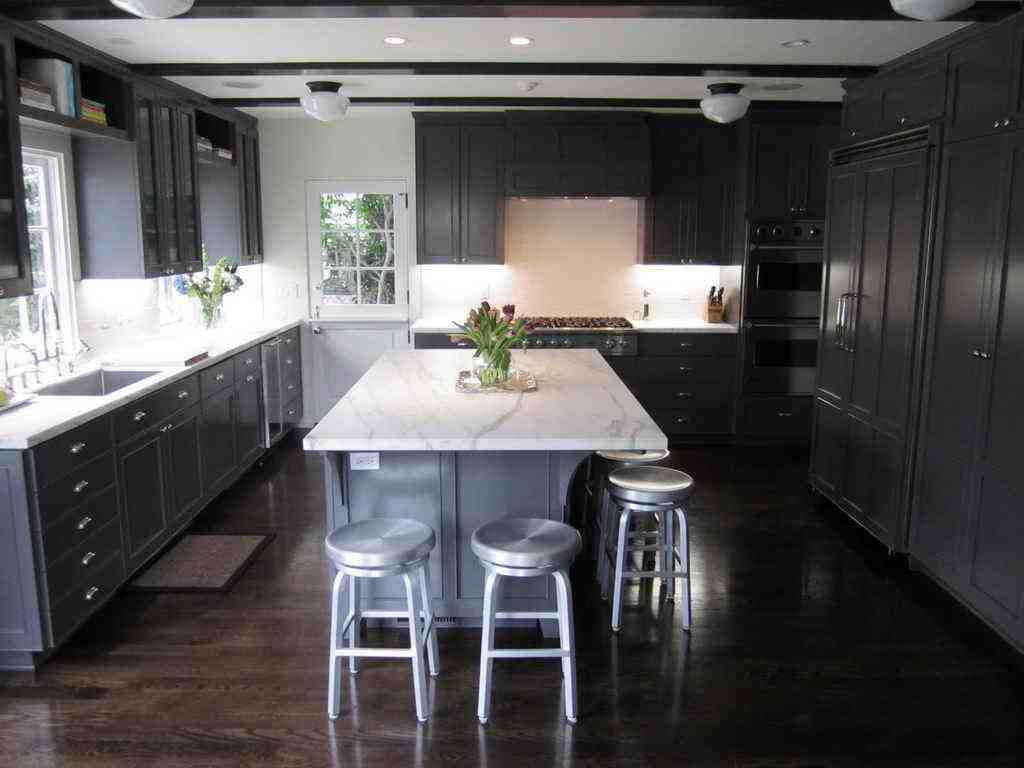 Dark wood floors with dark cabinets home furniture design for Grey floor black cabinets