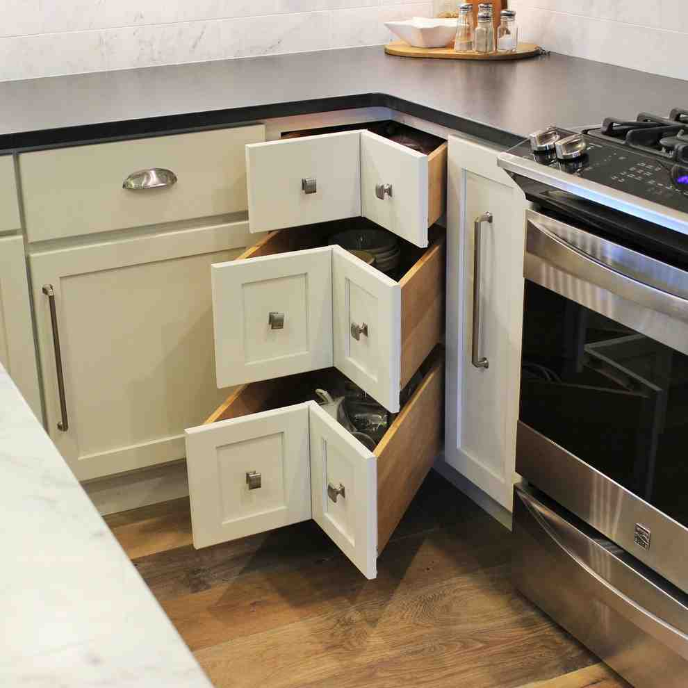 How to choose a corner cabinet lazy susan for your kitchen for Kitchen base cabinets