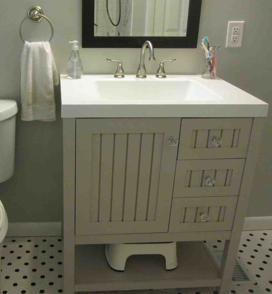 Martha stewart bathroom cabinets home furniture design for Martha stewart bathroom designs