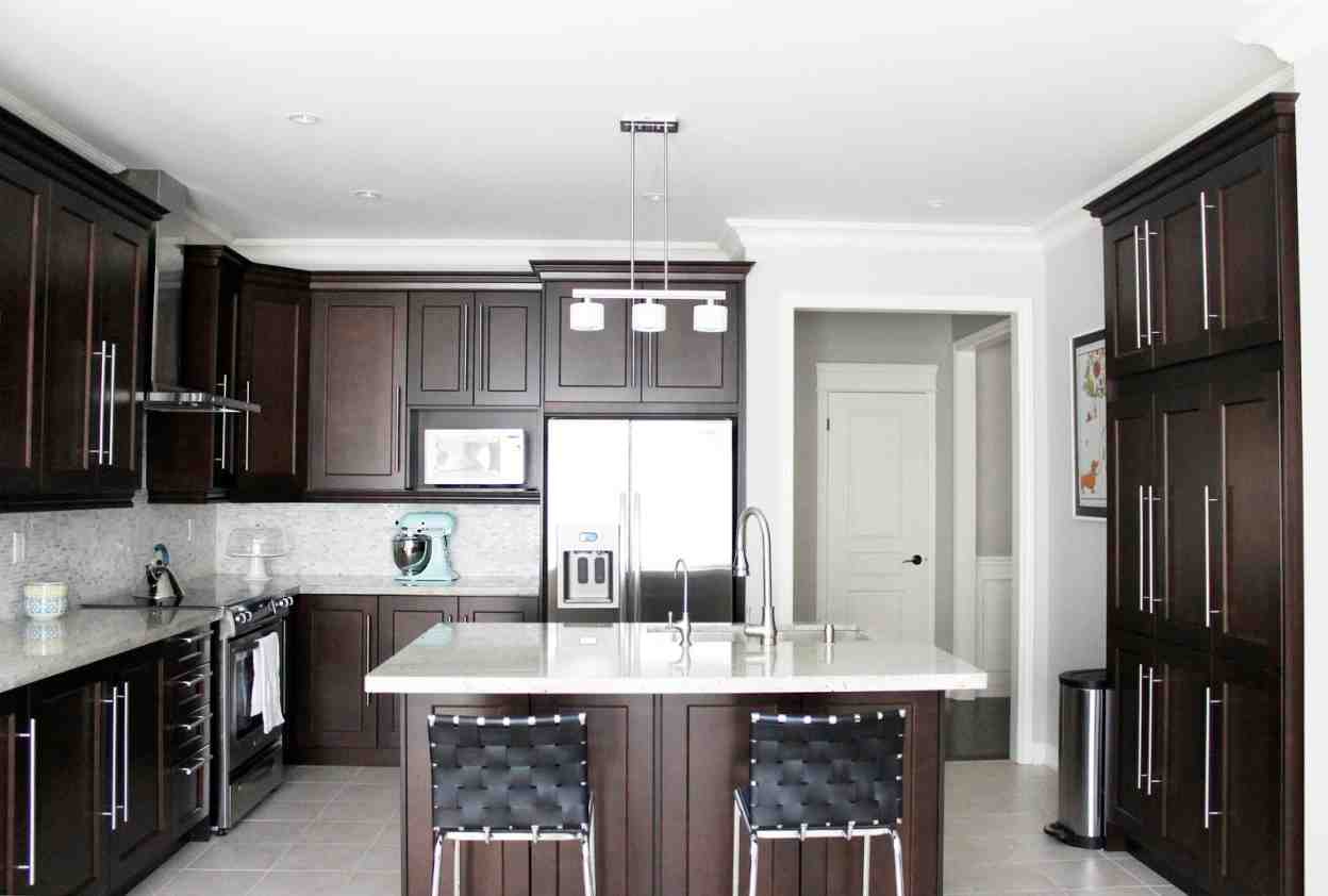 Dark maple kitchen cabinets for Maple cabinets