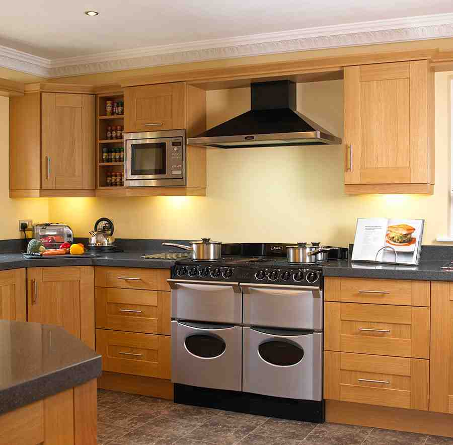 Maple shaker cabinets home furniture design for Wooden kitchen cupboards