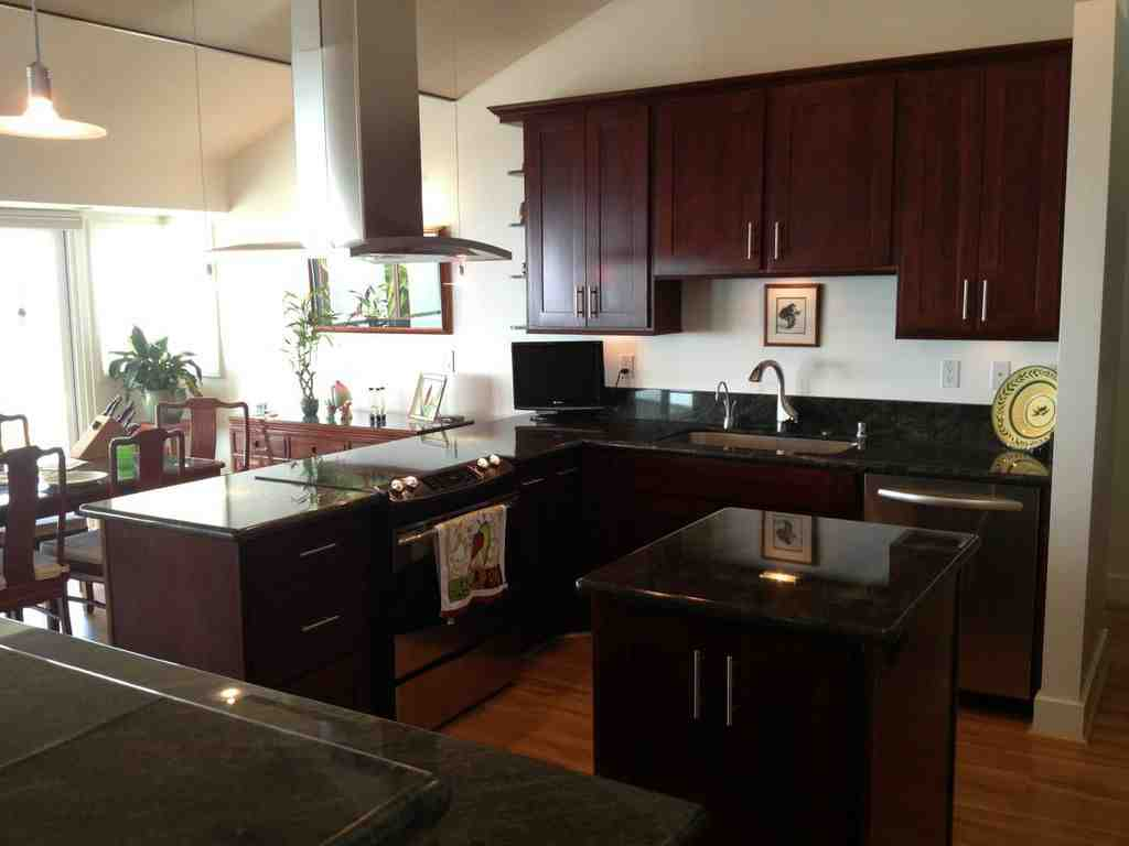 Espresso cabinets create stunning kitchen or bathroom for Kitchen designs espresso cabinets