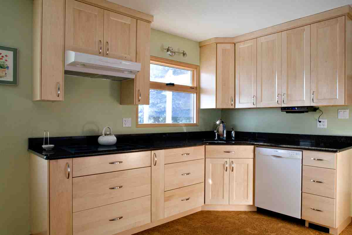 Natural Maple Kitchen Cabinets - Home Furniture Design on Natural Maple Cabinets With Black Granite Countertops  id=43182